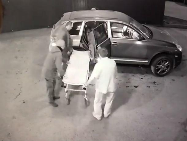 После перестрелки у ресторана неизвестные привезли в БСМП-2 Ростова труп и одного раненого