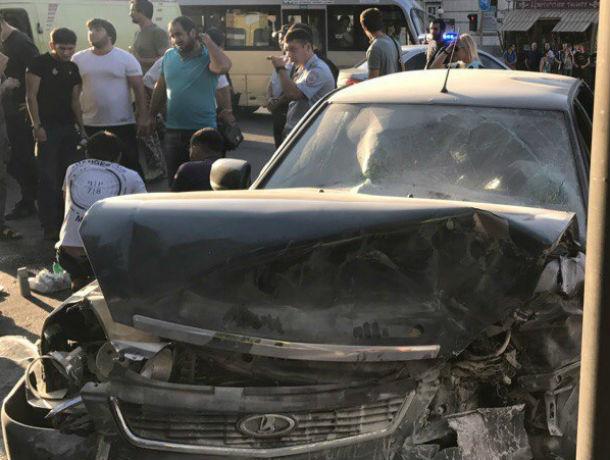 5 человек пострадали вДТП с 2-мя легковушками вРостове