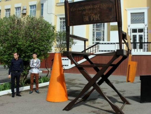Установленный вРостове стул кинорежиссера попал вКнигу рекордов Российской Федерации