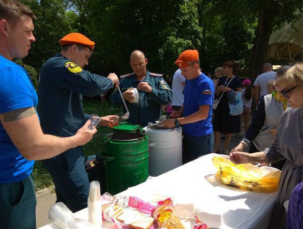 В Ростове МСЧ показало детям как прятаться от ядерного взрыва и накормило кашей
