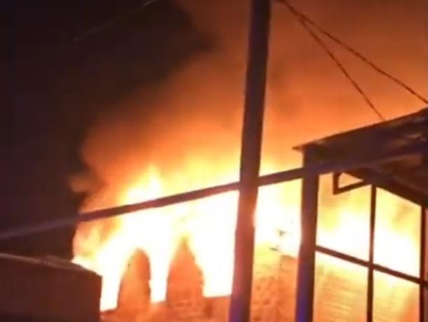 Частный дом вспыхнул, как спичка в районе Ростовского моря