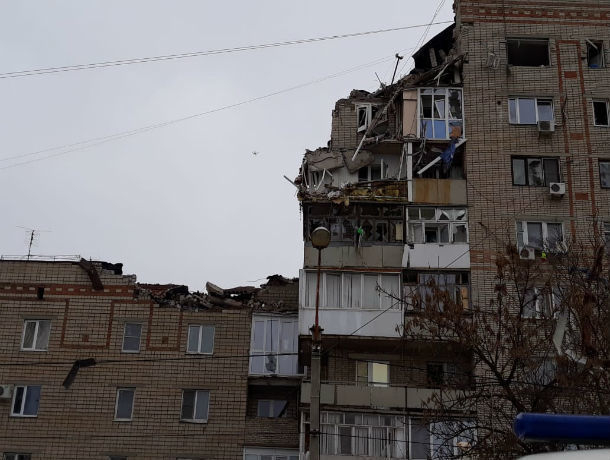 В подъезде взорвавшегося дома в Шахтах был запах газа. Об этом заявил СК РФ, опросив свидетелей