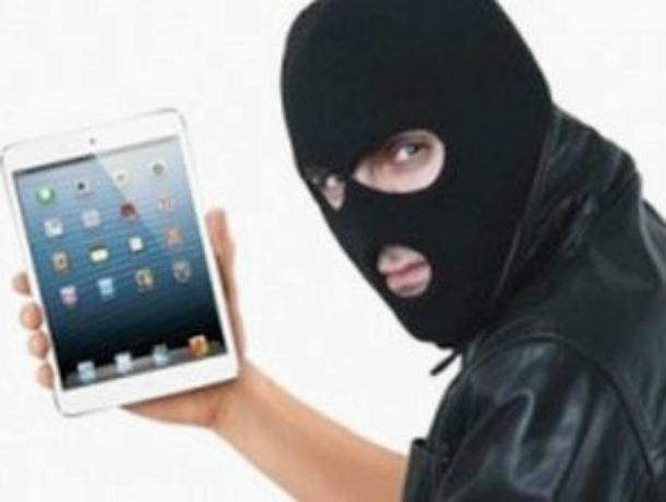 Дерзкое похищение планшета женщины в магазине совершил житель Таганрога