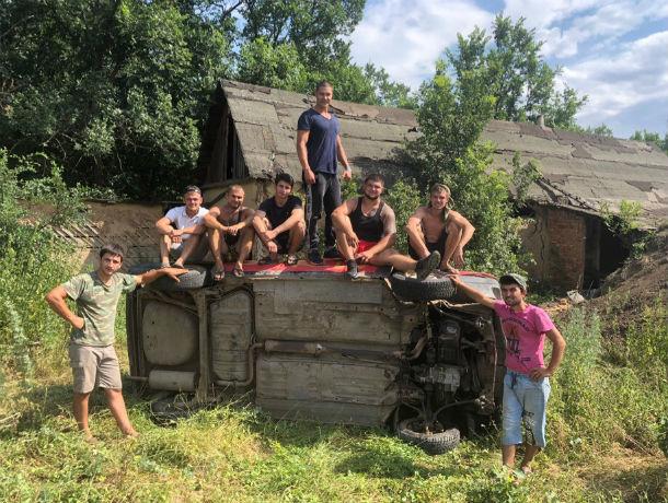 Ростовский каскадер Евгений Чеботарев на скорости влетел в деревянный дом
