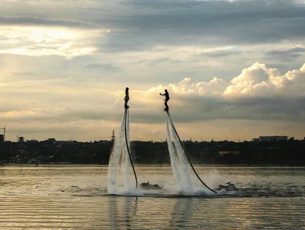 Улетно романтичное предложение «руки и сердца» над осенней рекой восхитило жителей Ростова