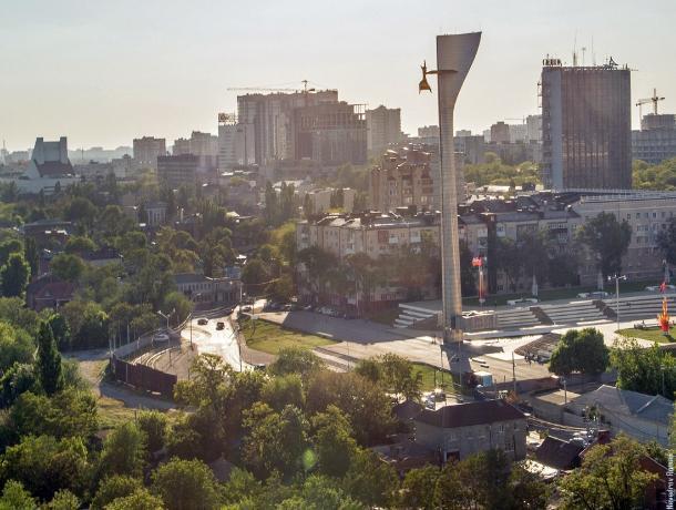 Стела на Театральной площади Ростова пока останется памятником культуры