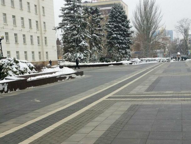 Жители оценили качество уборки снега у мэрии и на обычных улицах Ростова