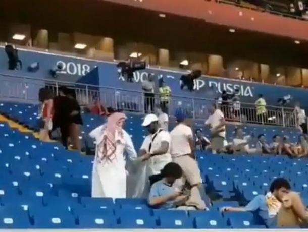 Убирающие мусор на стадионе арабские болельщики восхитили жителей Ростова и попали на видео