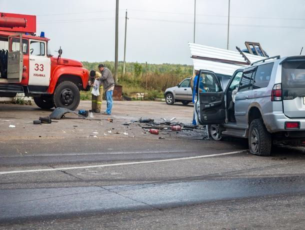 На трассе М-4 «Дон» произошла массовая авария с участием пяти автомобилей