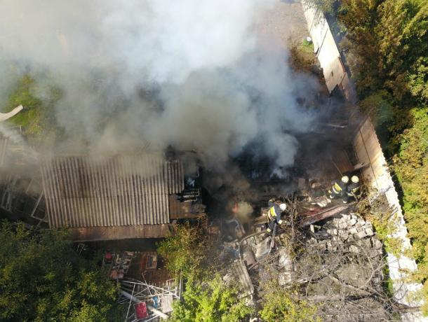 Мужчина пострадал во время сокрушительного пожара во флигеле в Ростовской области