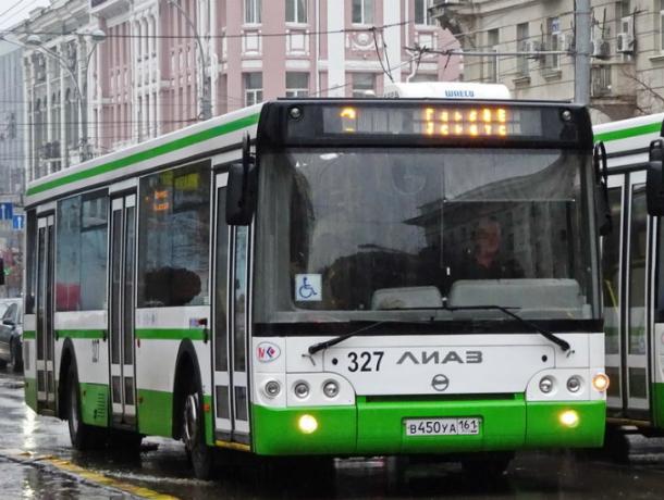 Ростовчанке надоело бегать за останавливающимися в неположенном месте автобусами