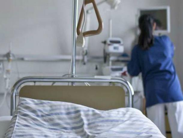 Испытывавшую судьбу «на красный» женщину-пешехода отправил в больницу водитель ВАЗа под Ростовом
