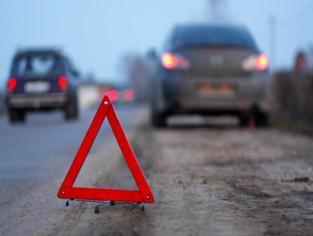 Маленький ребенок и двое взрослых пострадали в столкновении иномарок в Ростовской области