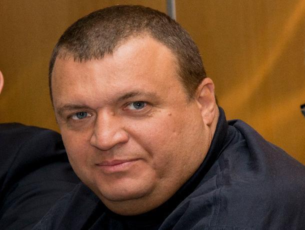 Депутат-единоросс получает многомиллионные госконтракты вРостове впользу «неизвестных граждан РФ»