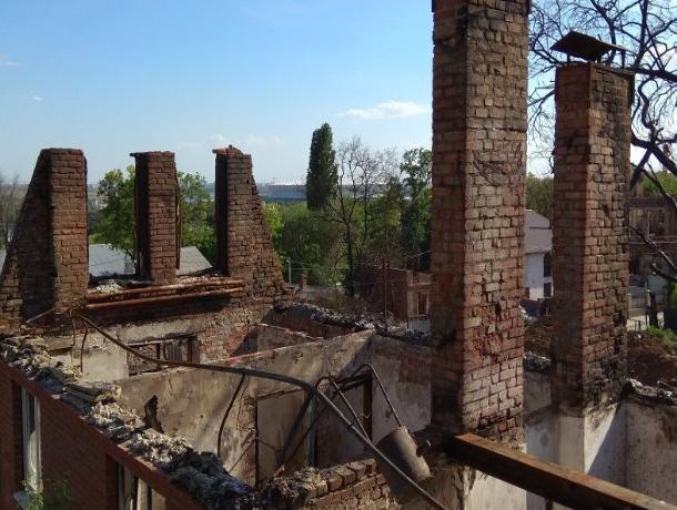 Власти Ростова купили дом погорельцам Театрального спуска и теперь сносят его