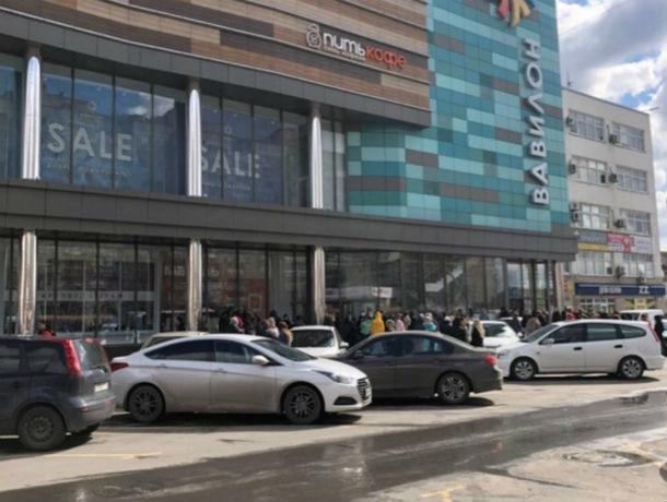 Сработала сигнализация: в Ростове срочно эвакуировали торговый центр