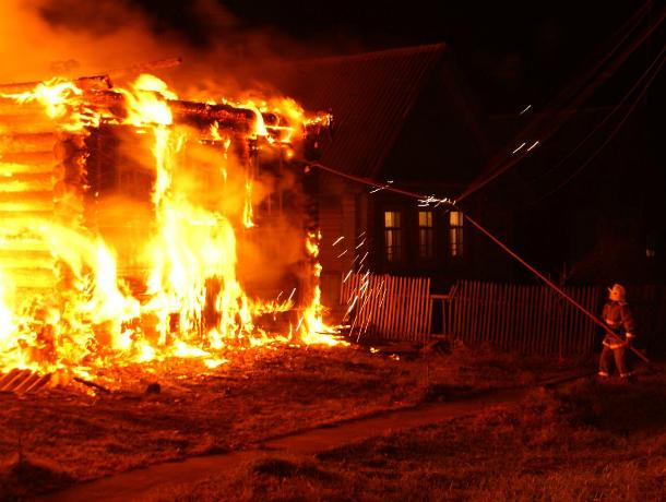 Смерть женщины и троих детей в пожаре привлекла внимание следователей