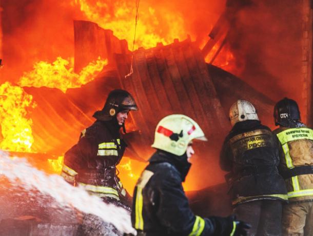Два пожара успели потушить этой ночью в Ростове