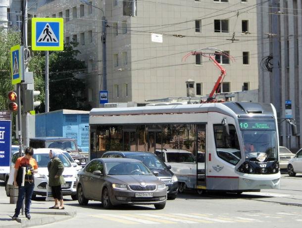 Тогда и сейчас: по бельгийской конной колее звенят по городу современные ростовские трамваи