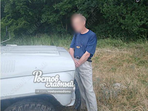 Ходил голым перед подростками: в Ботаническом саду задержали пожилого эксгибициониста