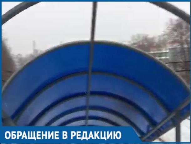 «Сделайте крышу переходного моста»: власти второй месяц не могут обеспечить безопасность ростовчан
