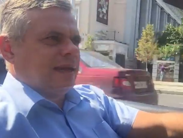 За рулем кабриолета ростовский депутат призвал «Единую Россию» голосовать против пенсионной реформы