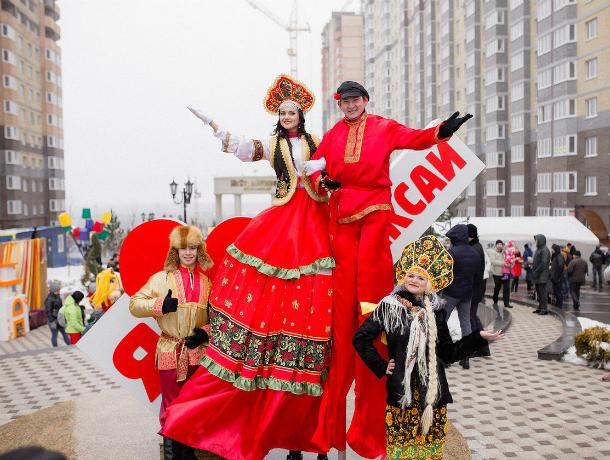 Блинную и весёлую Масленицу отметили  жители микрорайонов от «ЮгСтройИнвест» в Ростове-на-Дону