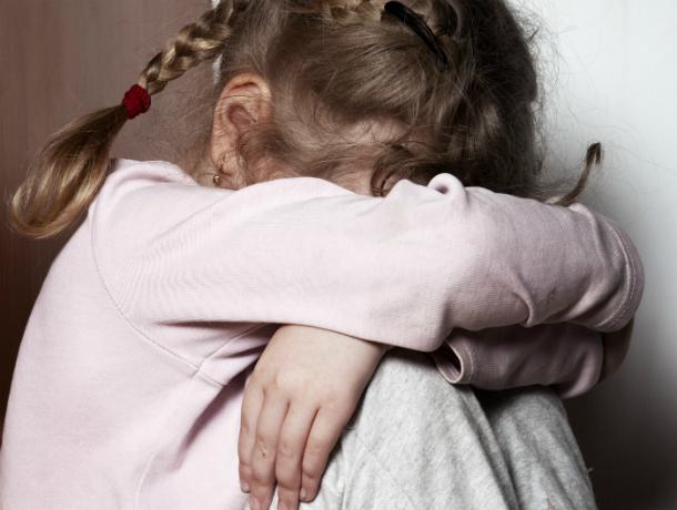 Друг семьи изнасиловал маленькую девочку, пока ее мать отдыхала в соседей комнате под Ростовом