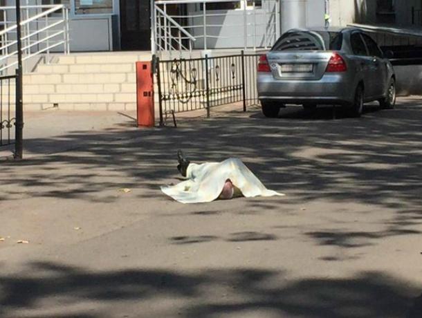 Таксист умер посреди улицы по пути от магазина к своей машине в Ростовской области
