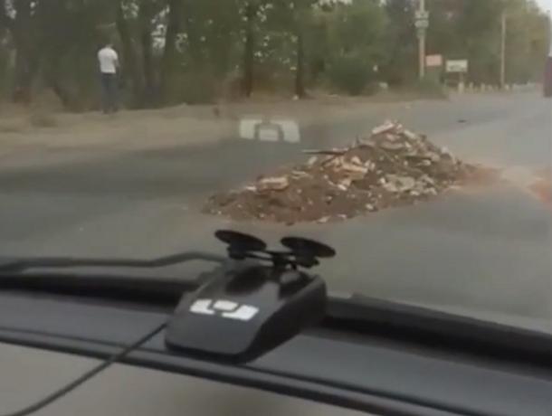 Потерявший поклажу грузовик с мусором устроил жесткий дорожный квест в Ростове