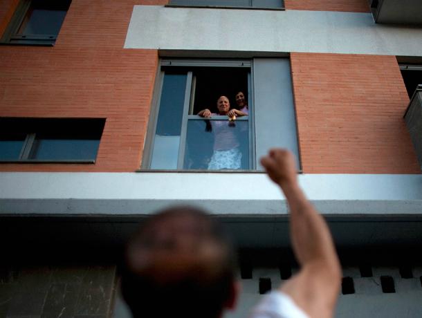 Писающие с балконов на соседей снизу «сверхчеловеки» доводят до бешенства жильцов многоэтажки в Ростове
