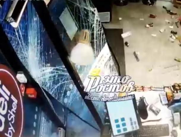 В Ростове водитель протаранил заправку после конфликта с работниками