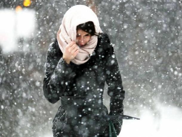 Сильный порывистый ветер со снегом обрушатся субботним днем на жителей Ростова