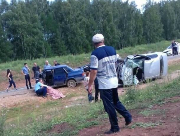 Натрассе «Ейск-Азов» вРостовской области столкнулись 4 автомобиля
