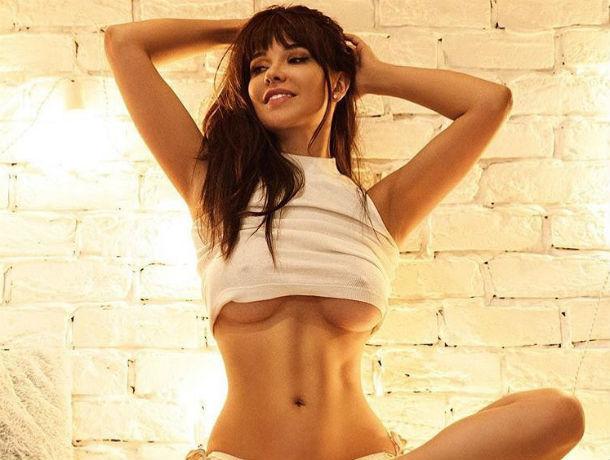 «Плохая девочка» Playboy из Ростова Мария Лиман заставила соблазнительных  подружек скинуть одежду