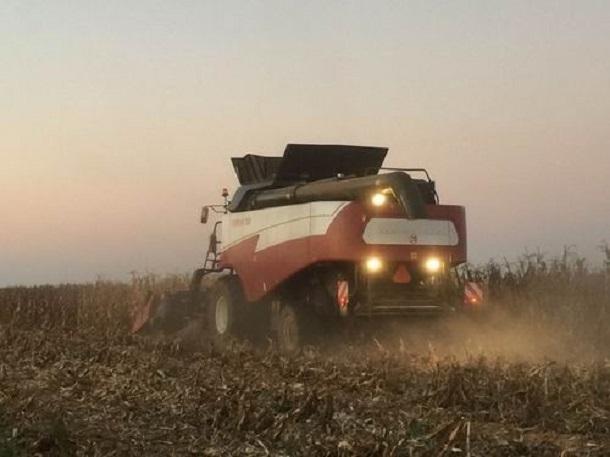 Мощь и выносливость сделанных в Ростове комбайнов впечатлили фермера из Южной Африки