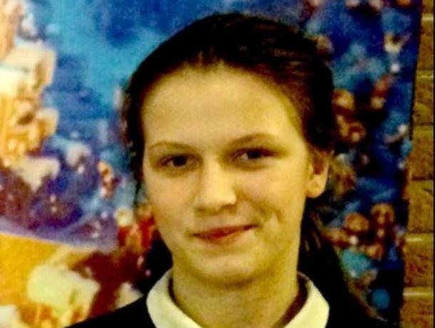 Родители три дня ищут пропавшую без вести ростовскую школьницу в камуфляжной куртке