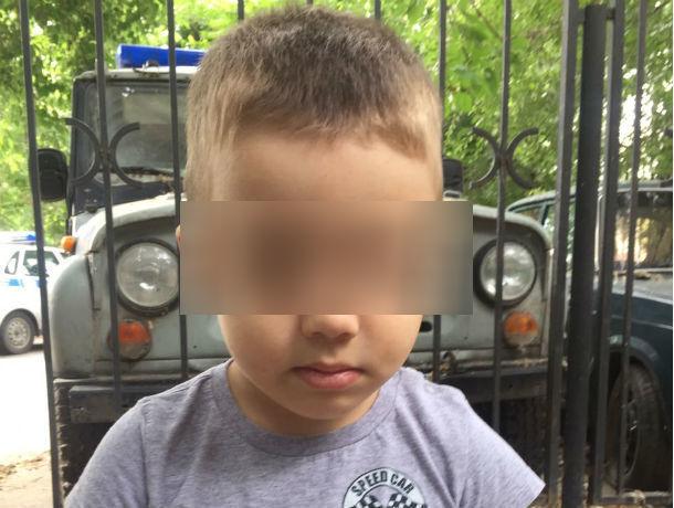 ВРостове-на-Дону полицейские ищут родителей потерявшегося 3-летнего ребенка