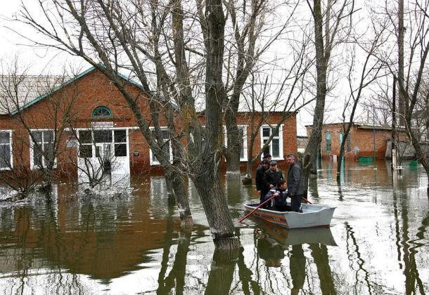 Тысячу человек эвакуировали из-за угрозы подтопления в Ростовской области