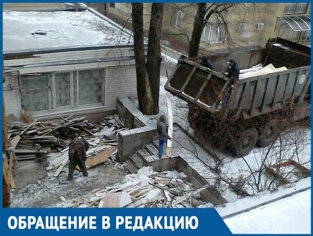 «Наш дом преднамеренно рушат», - ростовчане пожаловались на разгулявшихся строителей