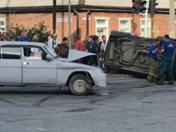 Двое детей и беременная женщина пострадали в ДТП под Ростовом