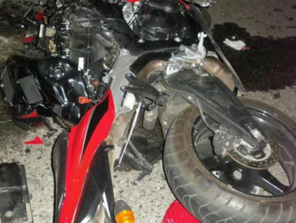 Вжутком массовом ДТП под Ростовом умер шофёр мотоцикла