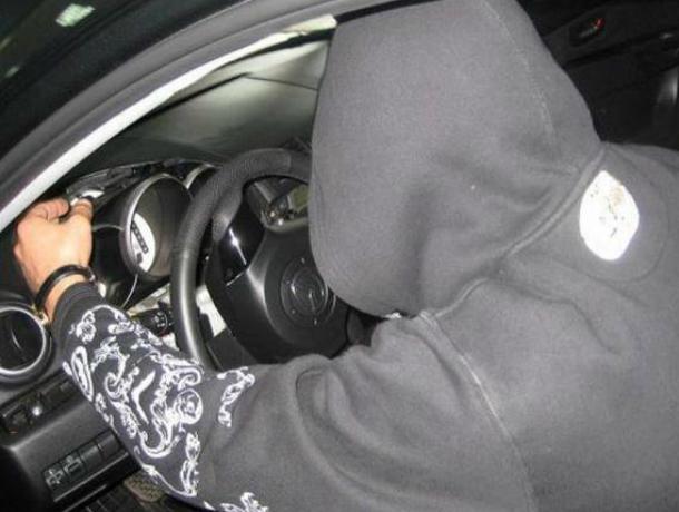 Пьяный сотрудник автосервиса катался на угнанном автомобиле своего клиента по Ростову