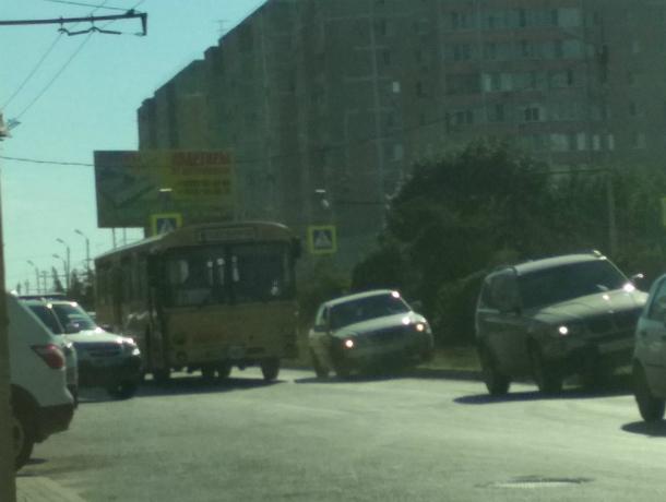 Грозный дедушка-пешеход разбил стекло автобуса, не пропустившего его на «зебре» под Ростовом
