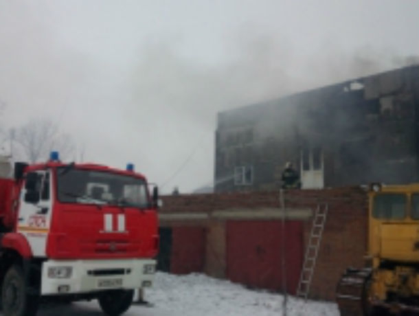 Объятый пламенем склад почти три часа полыхал под Ростовом