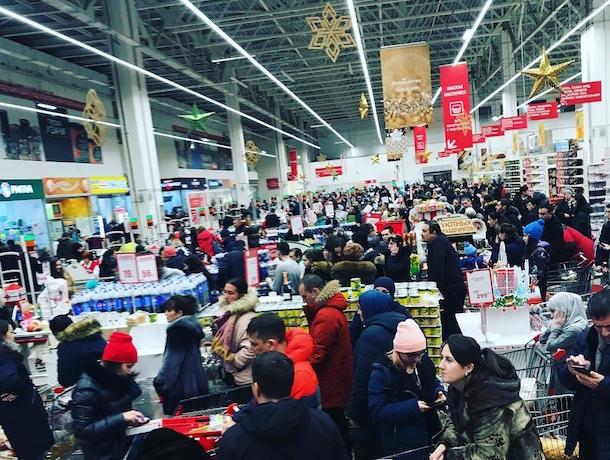 Ростовчане устроили «аншлаг» в супермаркетах города