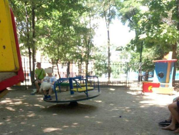 Приучающая малышей к выживанию детская площадка ужаснула жителей Ростова