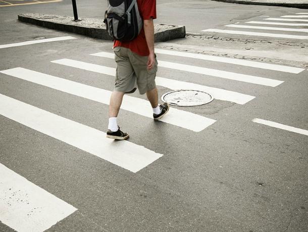 Переходившего дорогу по «зебре» 10-летнего мальчика отправил в больницу водитель ВАЗа под Ростовом
