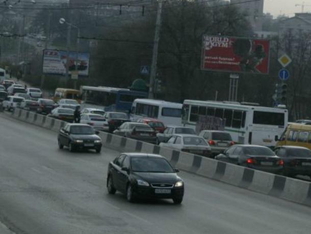 Власти Ростова хотят выкрасить железнодорожный мост напроспекте Стачки
