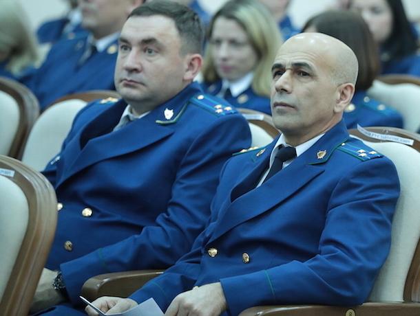 С кислыми лицами сотрудники прокуратуры Ростовской области выслушали поздравление губернатора Голубева
